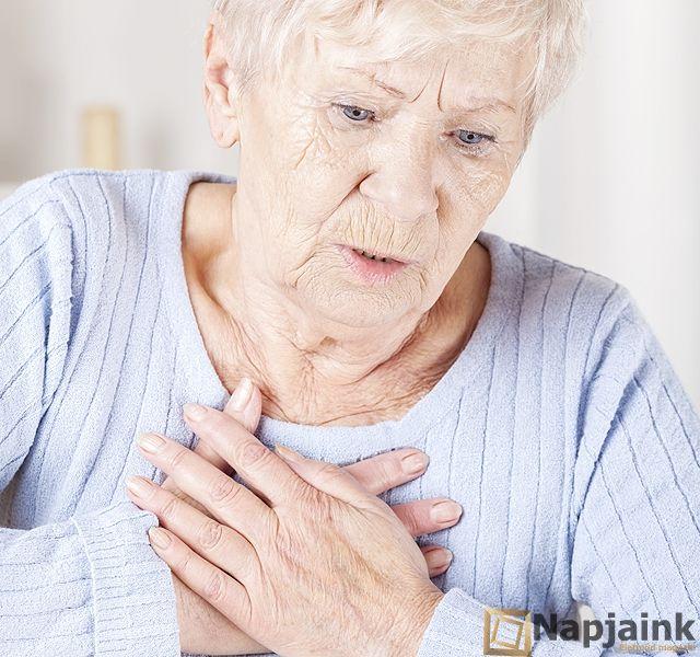 A szívrohamok 80%-a azért végződik tragikusan egy felmérés szerint, mert a baj akkor történik, amikor épp senki nem tud segíteni. Így segíthetsz magadon. Először is tudnod kell, hogy éppen szívrohamod van. Hogy veheted észre? Nagyon erős, szorító fájdalmat érzel a mellkasodban, ami kiterjed az eg