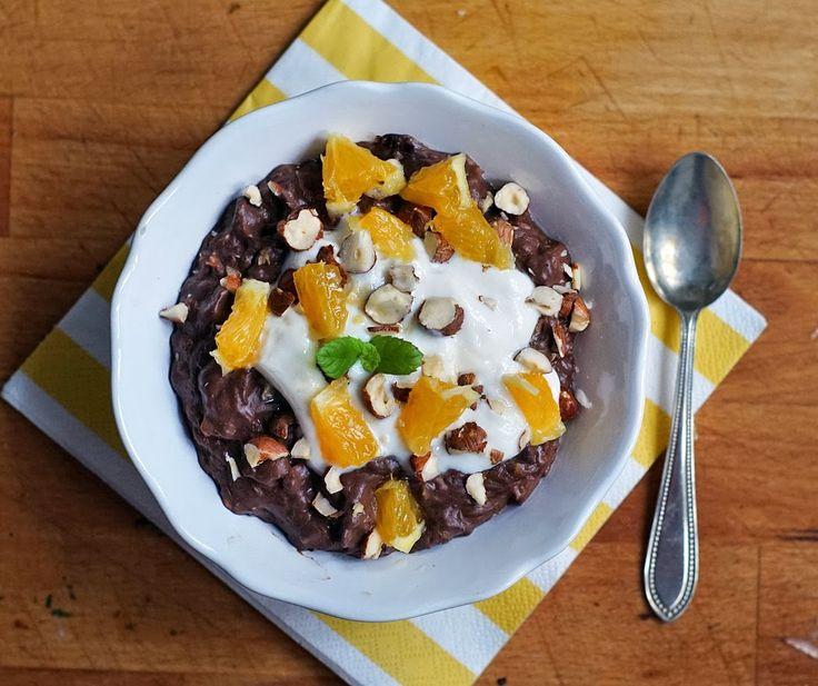 Ovesná čokoládovo-pomerančová kaše s ořechy. | Veganotic