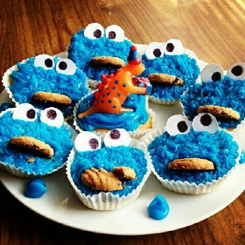 Cookie monster cupcakes I made for my boyfriends birthday #party #cake #sesame street