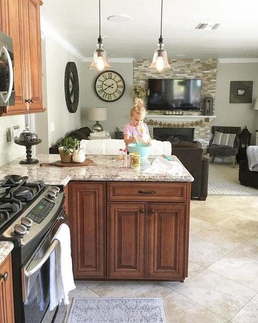 Colonial Kitchen, Kitchen Cabinets