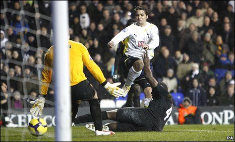 Tottenham 3 Man City 0 in 2009 at White Hart Lane. Niko Kranjcar slots the ball home to make it 3-0 in the 92nd minute #Prem
