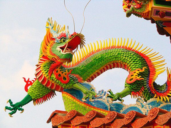 Al dragón primigenio se le atribuyen nueve hijos que son los que solemos ver representados en pinturas y esculturas. Cada uno de estos nueve hijos dragones tiene un significado diferente y podemos encontrarlos en diferentes lugares.