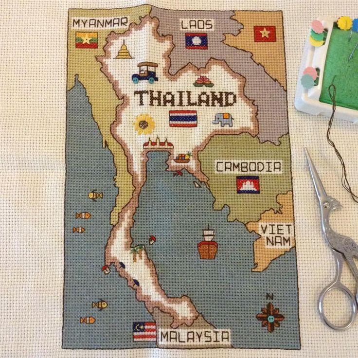 #タイ地図刺繍 小さいの完成〜p(^_^)q 今回は渋めの色で。あとは洗って額装だけど、安い生地だと洗ったら縮むらしい。大丈夫かな^^; #タイ地図 #バンコク #タイ #刺繍 #crossstitch #thailand #thailandmap