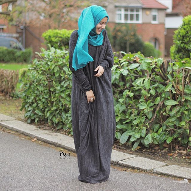 Hands down the most comfiest and warmest abaya I own  the wind ruined all my photos  #snugglysundays  Turquoise hijab and grey abaya from @houseofhayaa