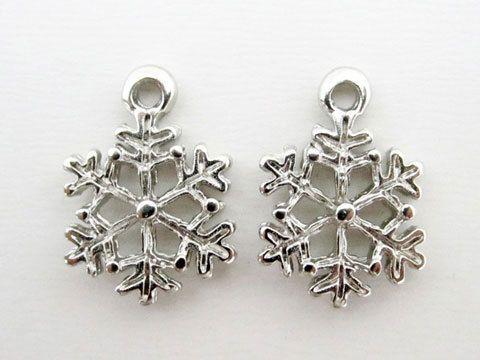 クリスマス、冬の季節に雪の結晶のチャームいかがでしょう?耳元に揺れるこんなピアス! http://www.pron.jp/charm2.html