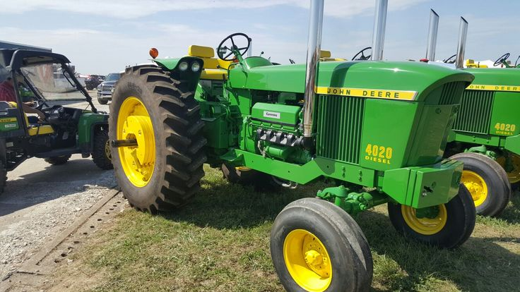 John Deere 4320