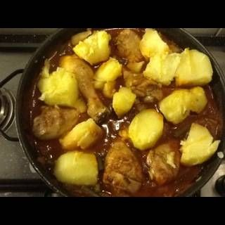 Roti Met Kip, Aardappelen, Kousenband En Ei recept | Smulweb.nl Roti halen op de Dordtse laan in R'dam zuid. Ook zo'n vrolijke smikkel-herinnering!