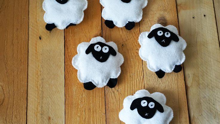 Ovečky z plsti - Zplsti vystřihneme tvar ovečky, vyplníme dutým vláknem a dotvoříme obličej. ( DIY, Hobby, Crafts, Homemade, Handmade, Creative, Ideas, Handy hands)
