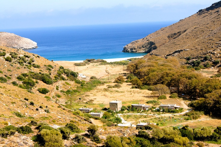 eco-resort-stone-houses-traditional #Cycladic-construction-valley-with-mountains #OnarAndros