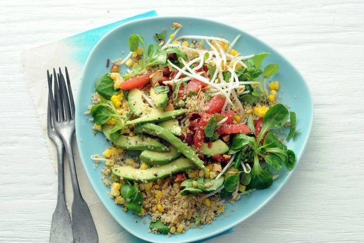 Vrolijk gekleurd lunch- of brunchgerecht met een explosie aan smaken - Recept - Allerhande
