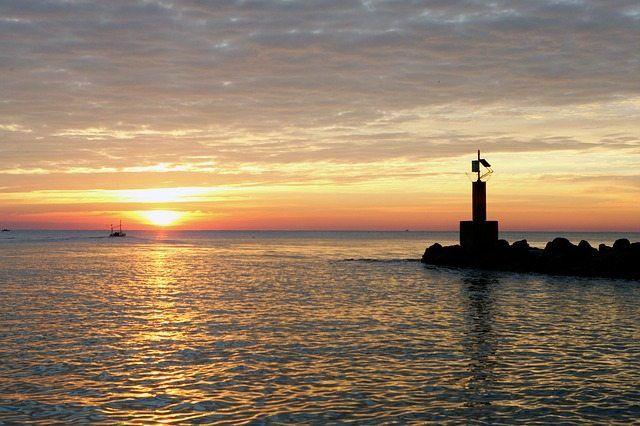Playa de las Américas está construido como un turista español. La fantástica contemporánea gama de atracciones y una atmósfera emocionante de vacaciones