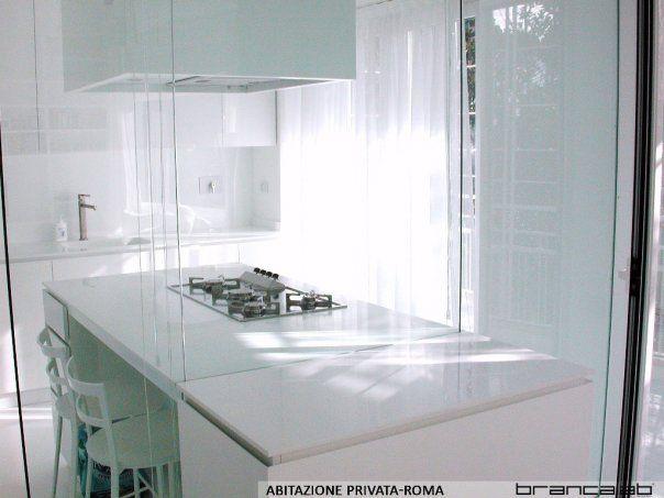 Abitazione privata, Casa Bianca, cucina total white con isola ...