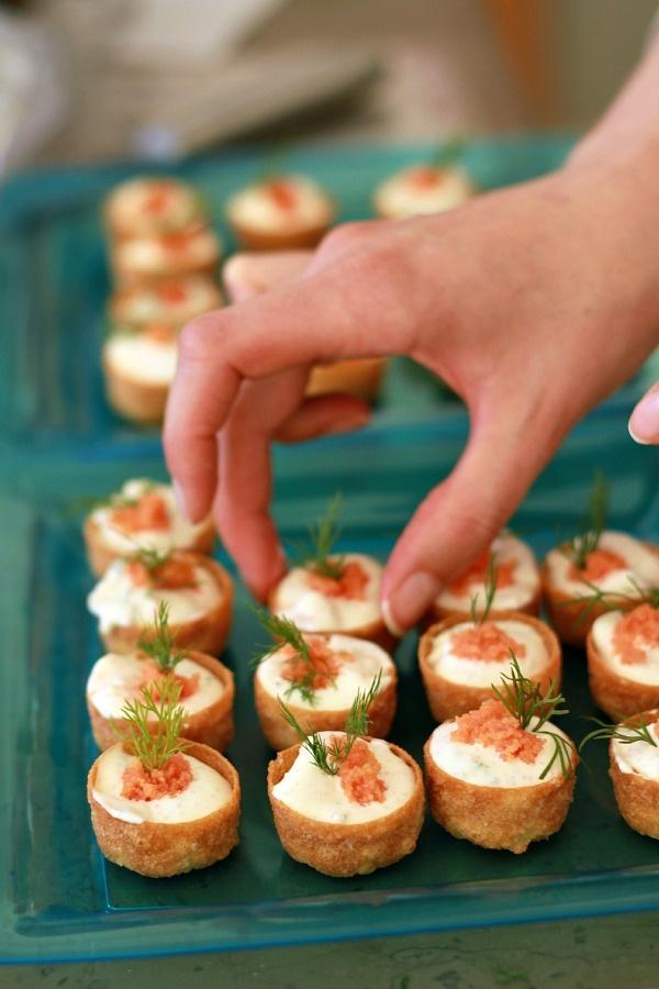 mini croustades à la sauce Skagen   http://www.lescuisinesdegarance.com/2012/06/esprit-nordique-midsommar-au-chateau.html