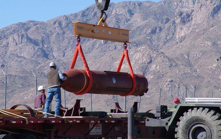 Det amerikanska försvarshögkvarteret Pentagon uppgraderat jättebomben Massive Ordnance Penetrator, här på en bild från 2007, samtidigt som man förde samtal med Iran om landets kärnteknikprogram.