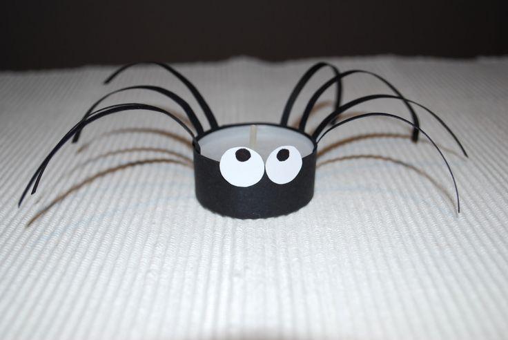 Spinne mit Teelicht
