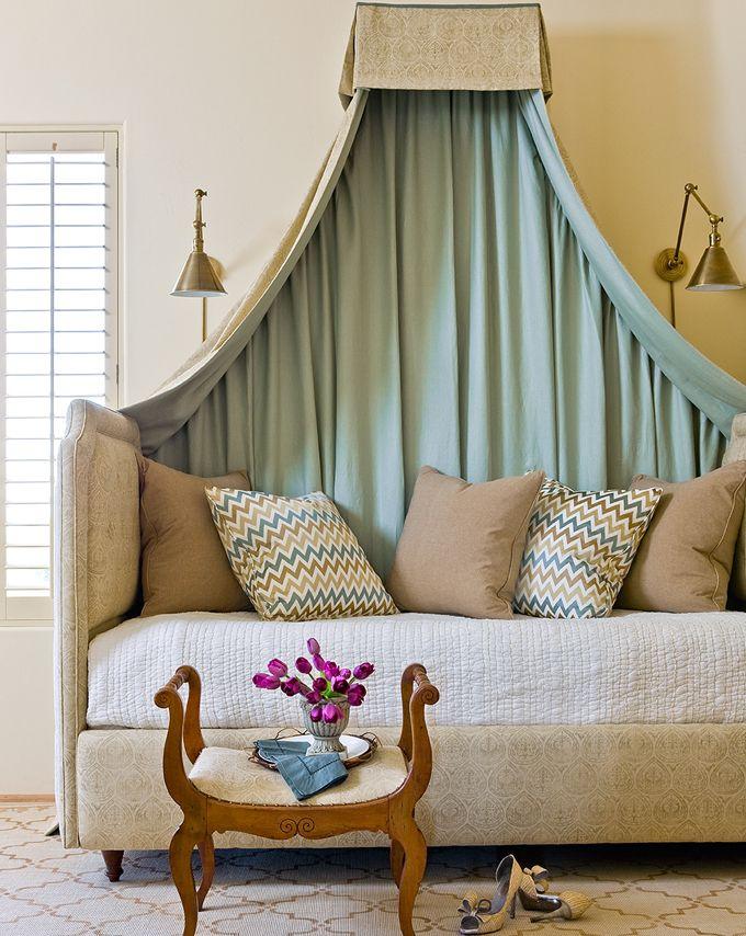 bed corniceGuest Room, Amy Meier, Guest Bedrooms, Beds Canopies, Spare Bedrooms, Living Room, Room Accessories, Canopies Beds, Design