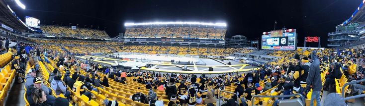 Pittsburgh Penguins play outdoors at Heinz Field