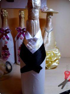 Декор предметов Мастер-класс Свадьба Аппликация Моделирование конструирование Съемные одежки на свадебные бутылочки Бисер Бусины Кружево Ленты Ткань фото 11