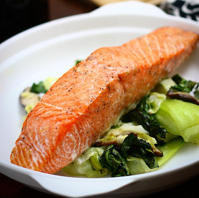 Ginger garlic roasted salmon with bok choy and cabbage: Yummy Food, Roasted Salmon, Roasted Garlic Cabbages, Bok Choy, Recipes Seafood, Garlic Roasted, Deliciosas Yummy Recipes, Gingers Garlic, Garlic Bok