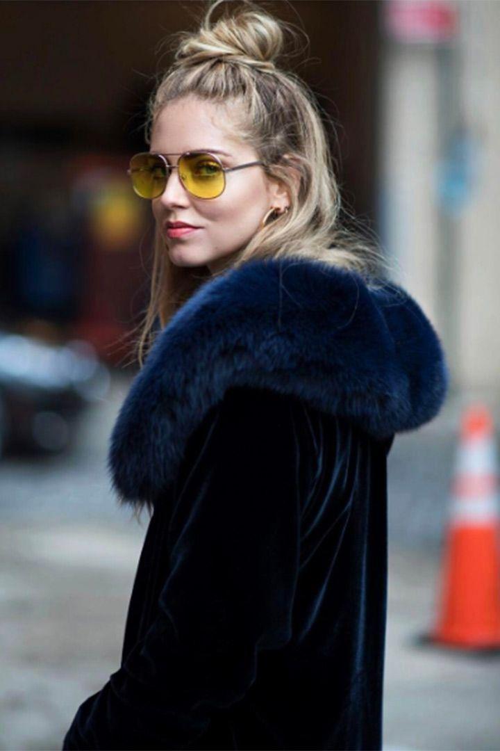 Tendencia: gafas amarillas.  http://stylelovely.com/galeria/las-gafas-de-sol-amarillas-primavera/