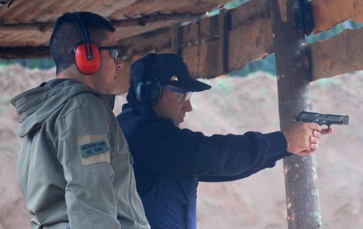 Mi cadete y la BERSA Thunder 9 en acción Gracias Raul Gonzalez  Training a police officer with #BersaThunder9