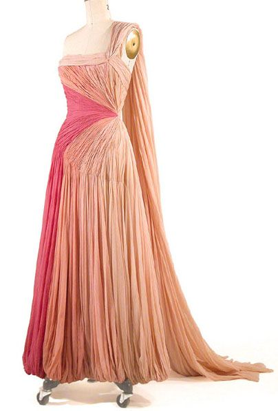 This is STUNNING!!! Not that I quite have any red carpet events comimg up haha, I LOVE the draping on this dress- 1950s pink dress