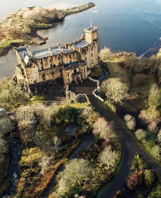 At the Dunvegan Castle in the Isle of Skye, Scotland. #Scotland #Ecosse #Skye #Ile #Isle #castle #chateau