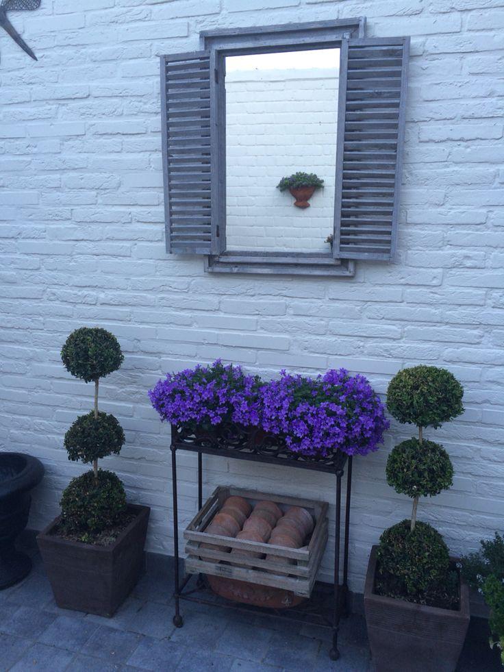 25 beste idee n over buiten spiegel op pinterest tuin spiegels tuin screening en hofjes - Tuindecoratie buiten ...