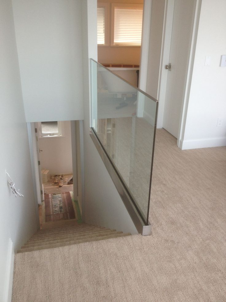 FREE STAND STAIRWAY PANEL