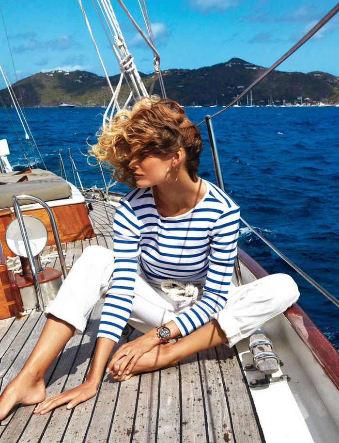 My style, Breton top, white trousers, bare feet sailing