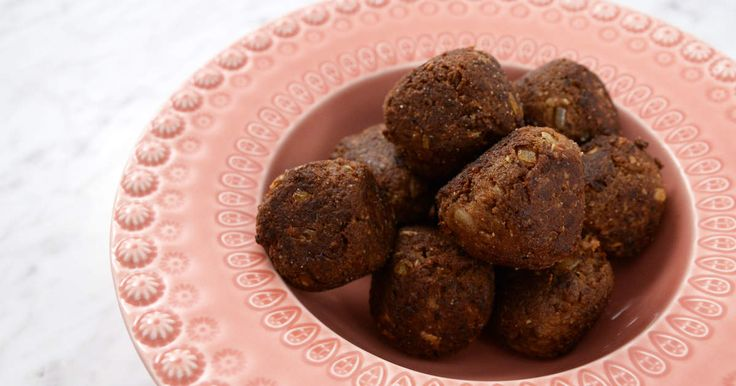 Att göra veganska köttbullar är lätt som en plätt, och blir verkligen hur gott som helst! Här är Sandra Mastios recept med sojafärs.
