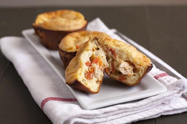 Mini Chicken Pot Pies via handle the heat: Pies Foodiemesavoryentr, Pies Foodforthought, Chicken Pot Pies, Minis Chicken, Dinners Ideas, Pies Savory, Chicken Pots Pies, Minis Pot Pies, Meat Dinners