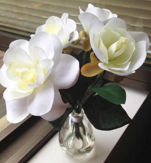 Yankee-Candle-Botanical-Reed-Diffuser-White-Gardenia