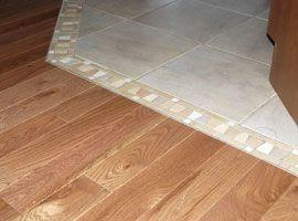 Plancher de bois franc et tuilerie en angle // hardwood flooring and angled tiling
