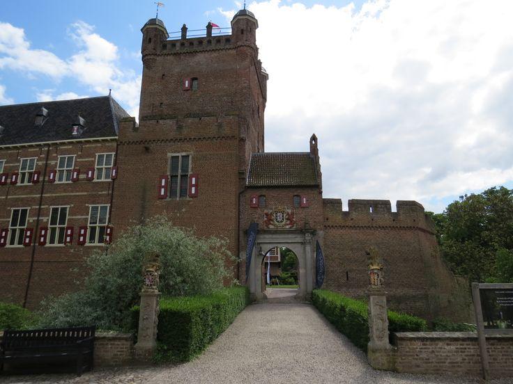 2014-05-03 Entree van het kasteel Huis Bergh