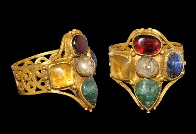 Byzantine Gold Ring, 6th -8th Century ADWith cabochons of garnet, emerald, lapis lazuli, quartz and a central pearl.  credit : archaicwonder.tumblr.com