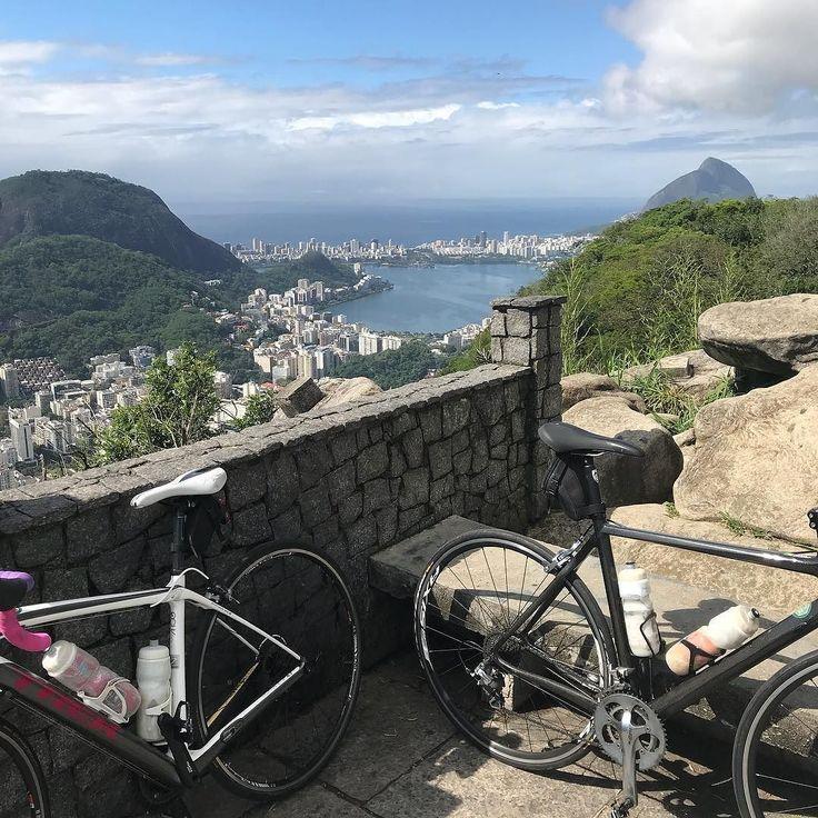 Aproveitando para registrar o #pedaltop ! #bikeaospedacos #bike #bici #bicicleta #cycling #cyclingphotos #clicknabike #pedalandoefotografando #pedalnaveia #pedalamenina #semmimimi #borapedalar #partiupedal #roadbike #biciclettando #voudebike #vou_de_bike_e_salto_alto #elasnabike #pedalpower