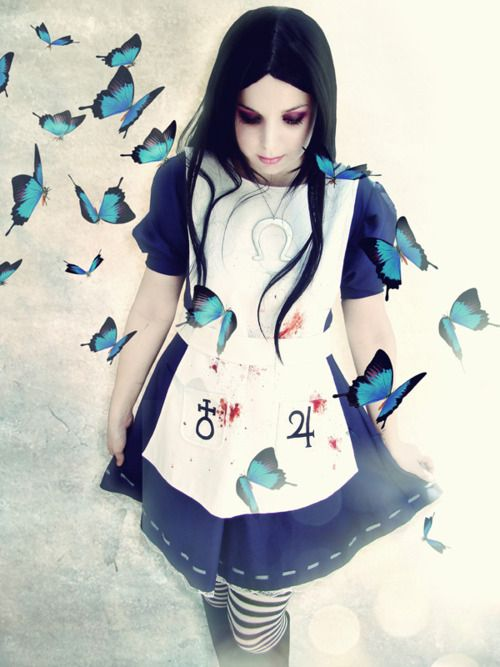 alice madness returns cosplay - love the butterflies.