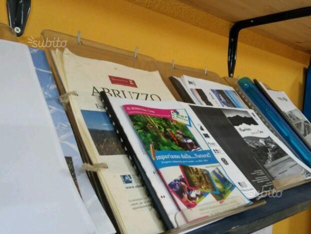 espositori-x-ufficio-agenzia-viaggi-immobiliare
