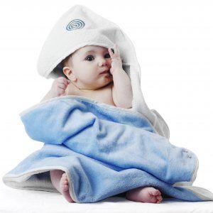 Babyhug è un telo di spugna pratico e innovativo. Si allaccia attorno al collo come un morbido grembiule e si indossa mentre si lava il piccolo. A bagnetto finito è subito pronto per l'uso, così non si corre nessun rischio quando si solleva il bambino dalla vasca e non ci si bagna!