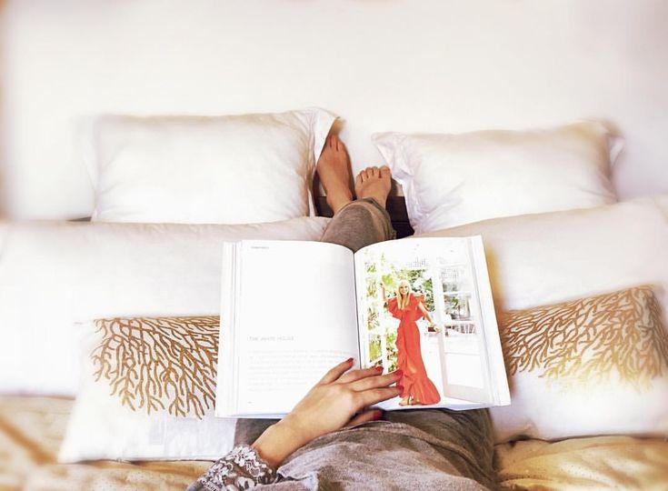 """64 kedvelés, 1 hozzászólás – Brigitte (@brigitte.blog) Instagram-hozzászólása: """"Hello Gorgeous ☀️☺️#goodmorning #morningvibes #bookworm #book #bookstagram #coffeetablebooks #bed…"""""""