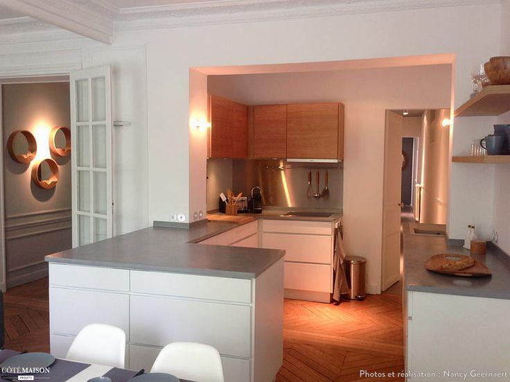Cet appartement destiné à la location a été entièrement repensé. L'implantation de l'appartement a été redéfinie : la cuisine a été déplacée dans ce qui était le hall d'entrée, l'ancienne cuisine est devenue la salle de bain, l'espace de l'ancienne salle de bain a été annexé à la chambre principale pour devenir un coin bureau, le bout du couloir a été transformé en buanderie. La décoration a été poussée jusqu'au bout pour que les locataires se sentent tout de suite chez eux.