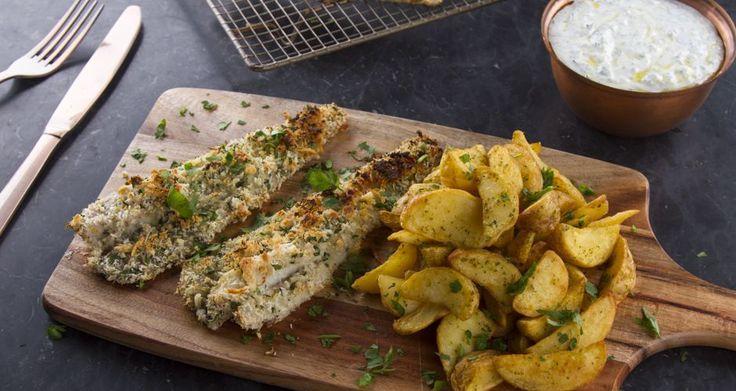 Συνταγή για τραγανό φιλέτο ψαριού με sauce tartar γιαουρτιού από τον Άκη Πετρετζίκη. Φτιάξτε φιλέτο μπακαλιάρου ζουμερό και τραγανό. Ένα light πιάτο για όλους.