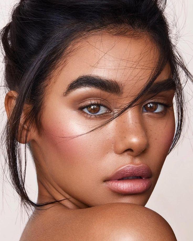 Stunning 53 Pretty Girls with Natural Makeup Idea http