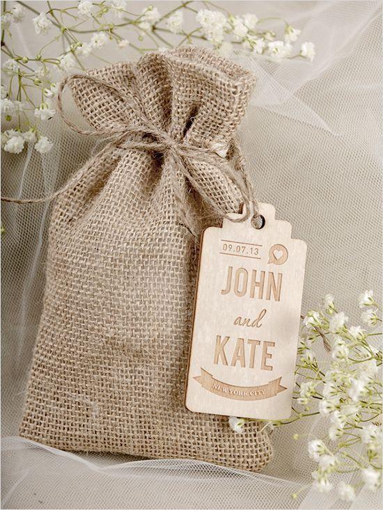 É através das tags de lembrancinhas de casamento que os noivos passam sentimentos aos convidados. Veja 8 tags de lembrancinhas para você se inspirar! Aposte