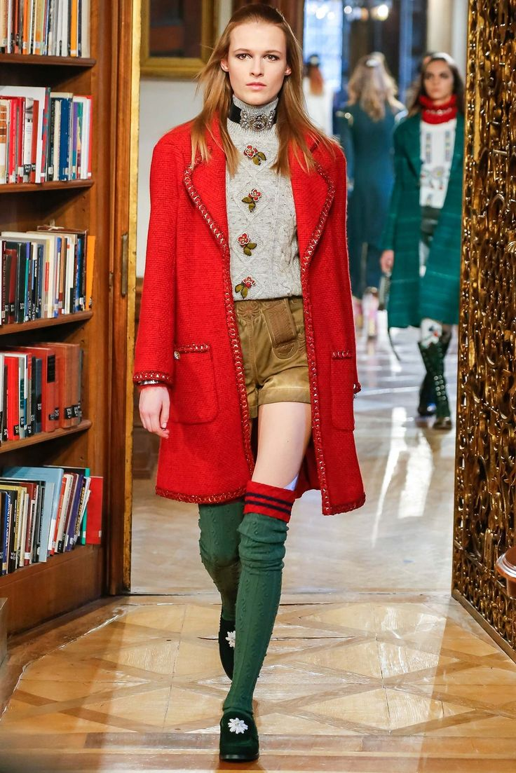 Chanel Pre-Fall 2015 Fashion Show - Emma Oak