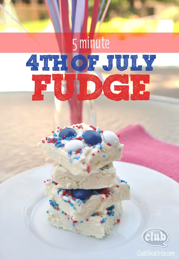 Five minute patriotic fudge... the perfect Fourth of July recipe www.clubchicacircle.com #july4th