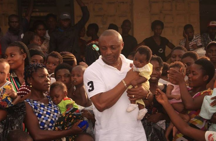 It was a moment of deep reflection and gratitude for the internally displaced persons at Iwukem Primary School as the Honourable Member representing Abak/Etim Ekpo/Ika Federal Constituency and Chairman Local Content Committee of the House of Representatives Rt. Hon. Emmanuel Ekon visited the camp to donate relief materials in a bid to alleviate the plight of the settlers.  The IDPs affected by the security crisis in Udianga Anem Obong Clan and some parts of Etim Ekpo could not hide their joy…