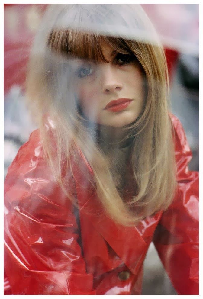 Image of desire. The art of colour, from the lips to the sparkling jacket. Her look towards us but eyes elsewhere, her face in a close-up but the reflection of someting else between her and us. (Saul Leiter - Jean Shrimpton)