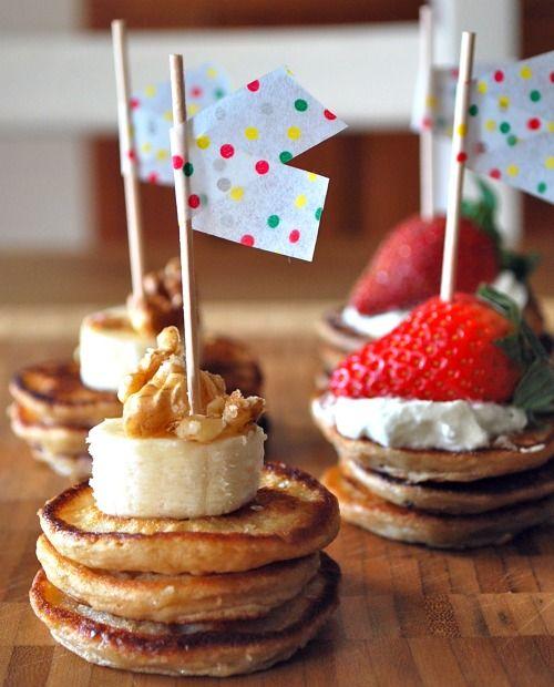 Pancake Hors d'oeuvres: Brunch Ideas, Birthday Breakfast, Fingers Food, Minis Pancakes, Pancakes Breakfast, Brunch Parties, Breakfast Bites, Pancakes Bites, Breakfast Parties